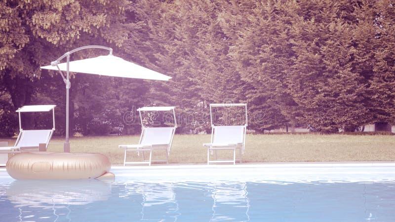 Swimmingpool, aufblasbarer Ring oder Matratze stockfoto