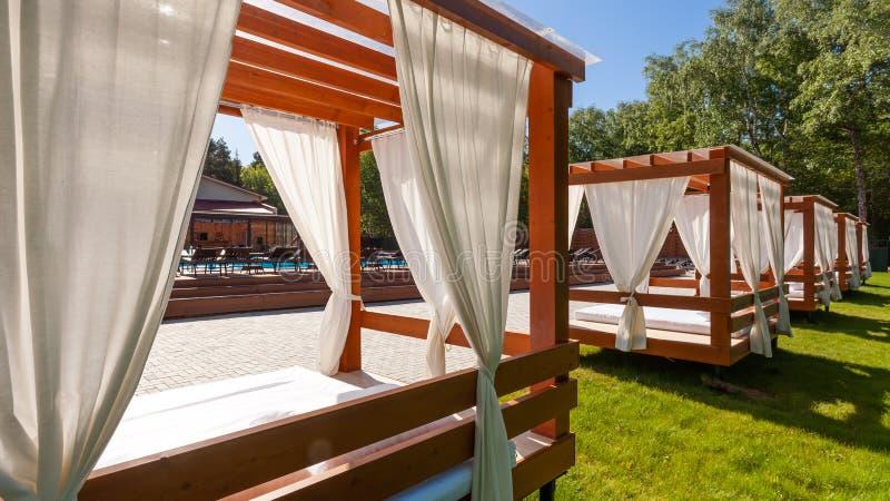 Swimmingpool in der Badekurortr?cksortierung lizenzfreies stockbild