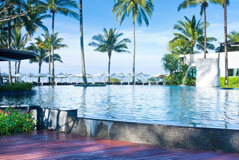 Swimmingpool in der Rücksortierung lizenzfreies stockbild