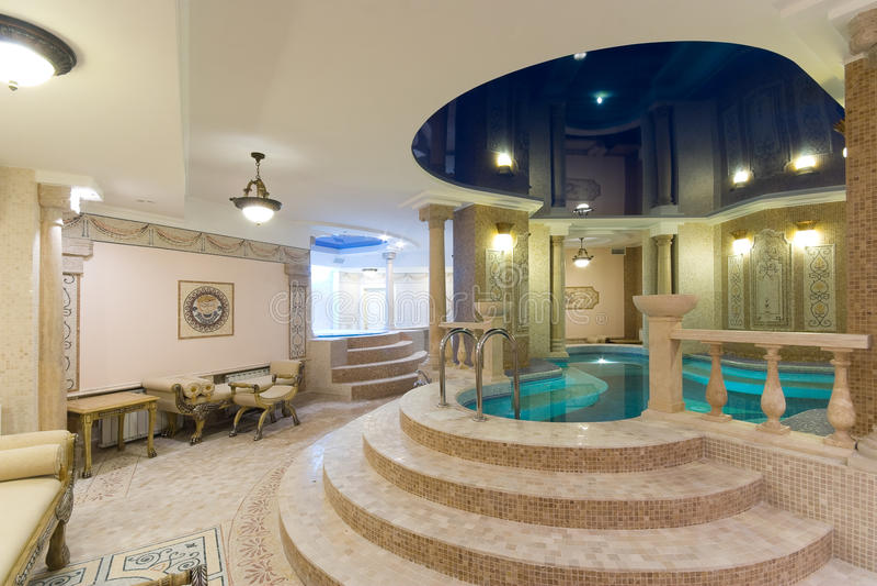 Swimmingpool im Hotel stockfotografie