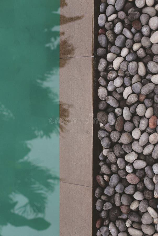 Swimmingpool im schönen Platz in Bali stockbilder