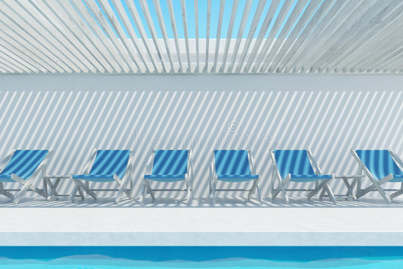 Swimmingpool mit blauen Klappstühlen lizenzfreie abbildung