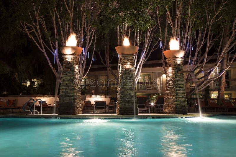 Swimmingpool nachts lizenzfreies stockbild