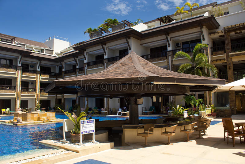 Swimmingpool und Bar lizenzfreies stockbild