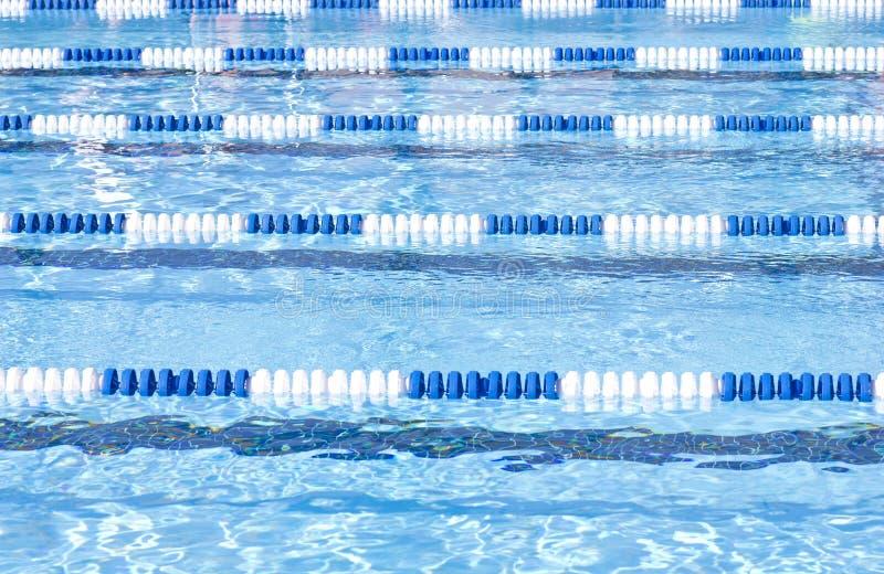 Swimmingpool-Wege lizenzfreie stockfotos