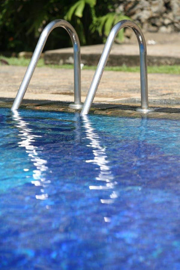 Swimmingpooljobsteps lizenzfreies stockbild