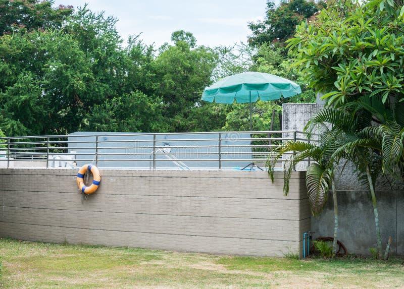 Swimmingpoolseite stockfotos