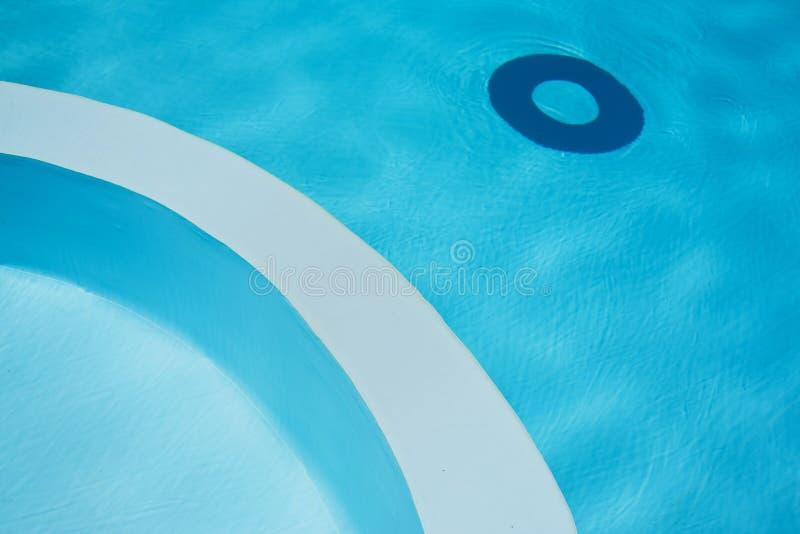 Swimmingpoolzusammenfassung lizenzfreie stockbilder