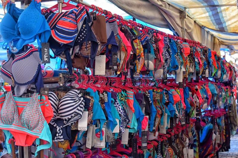 Swimwear i klädmarknaden royaltyfria bilder