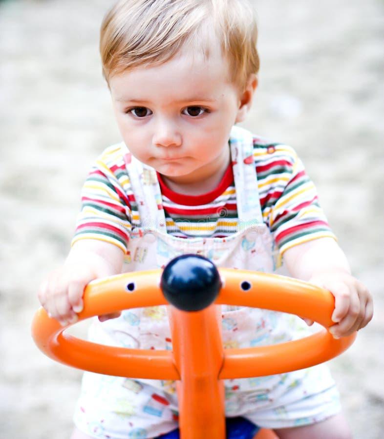 swing för pojkelekplatsstående arkivbilder