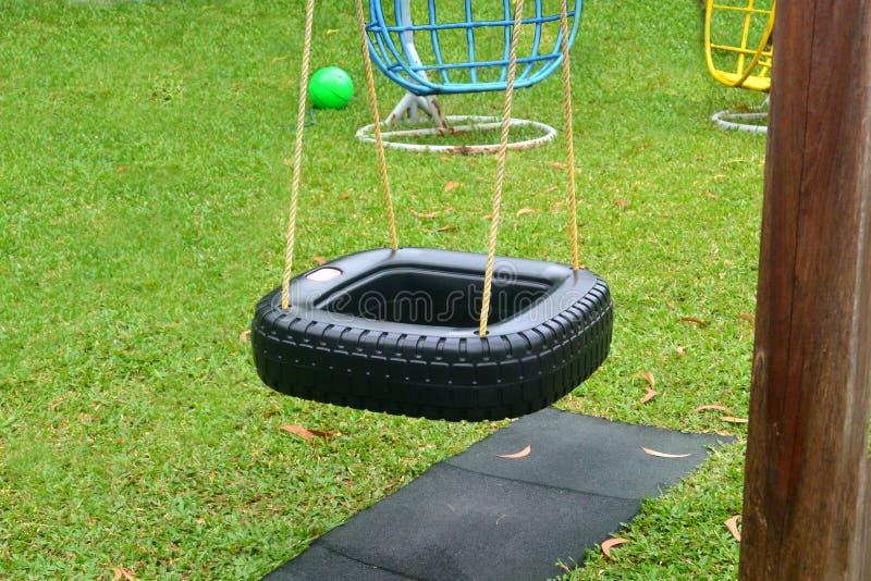 Swing i form av ett fyrkantigt hjul royaltyfri foto