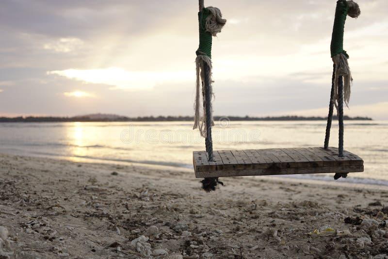 Swing på stranden fotografering för bildbyråer