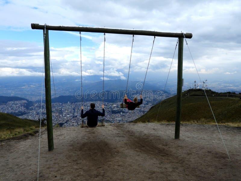 Swings che sorveglia la città di Quito, Ecuador immagine stock libera da diritti