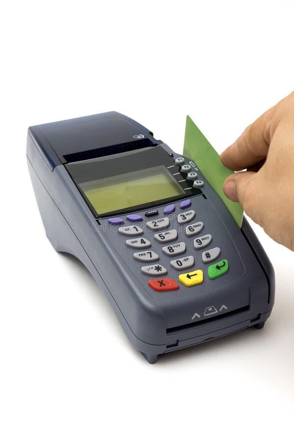 Swiping Kreditkarte mit Stellung-Terminal stockfotos