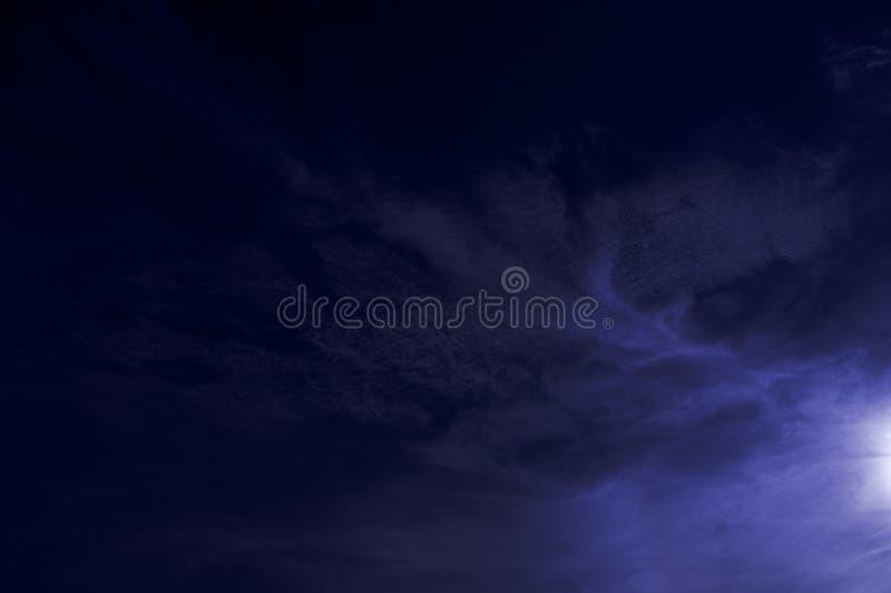 Swirly blauwe hemel royalty-vrije stock foto
