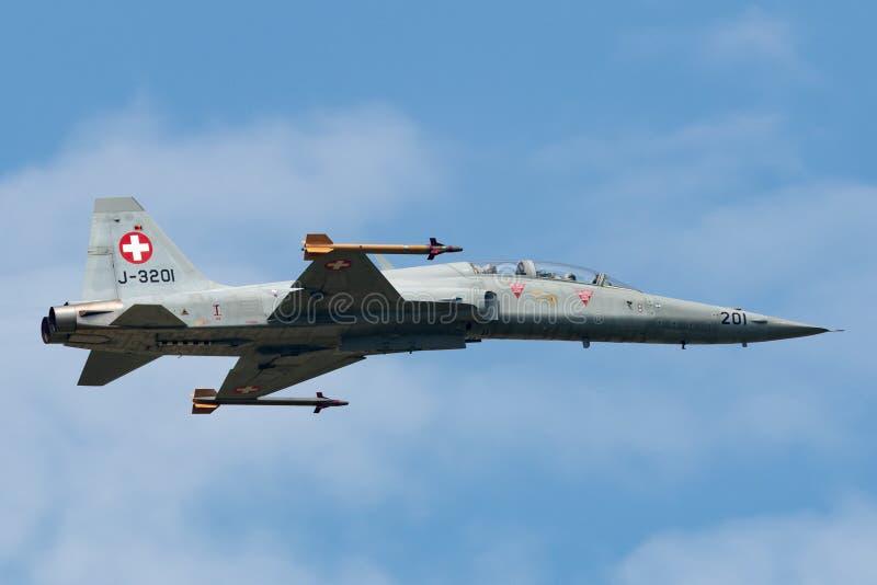 Swiss Air Zmusza Northrop F-5F tygrysa II dwa siedzeń dżetowy samolot J-3201 fotografia stock