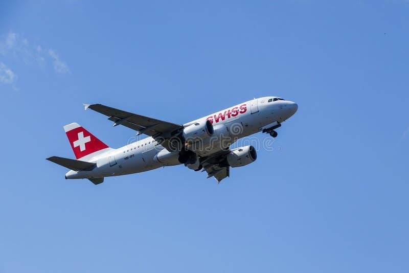 Swiss International Air Lines, Aerobus A319 - 112 zdejmowali obrazy royalty free