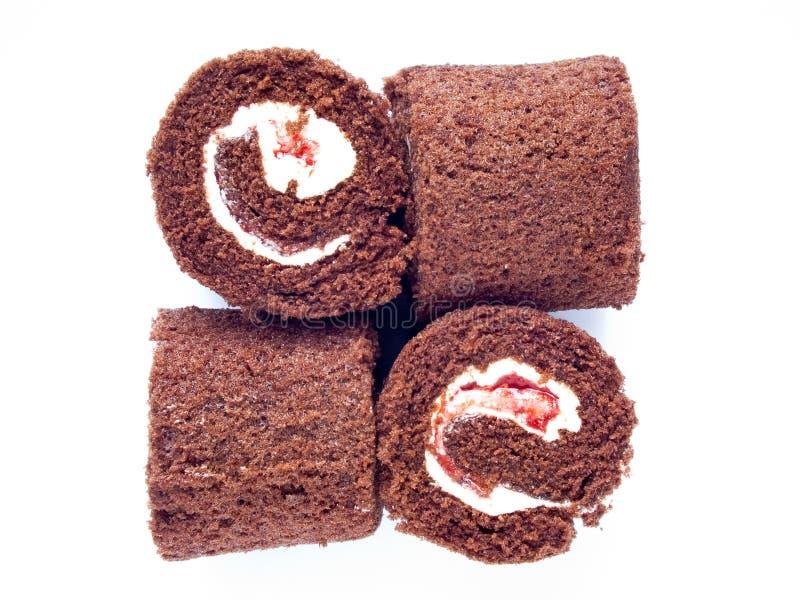 Swiss roll del cioccolato isolato fotografia stock libera da diritti