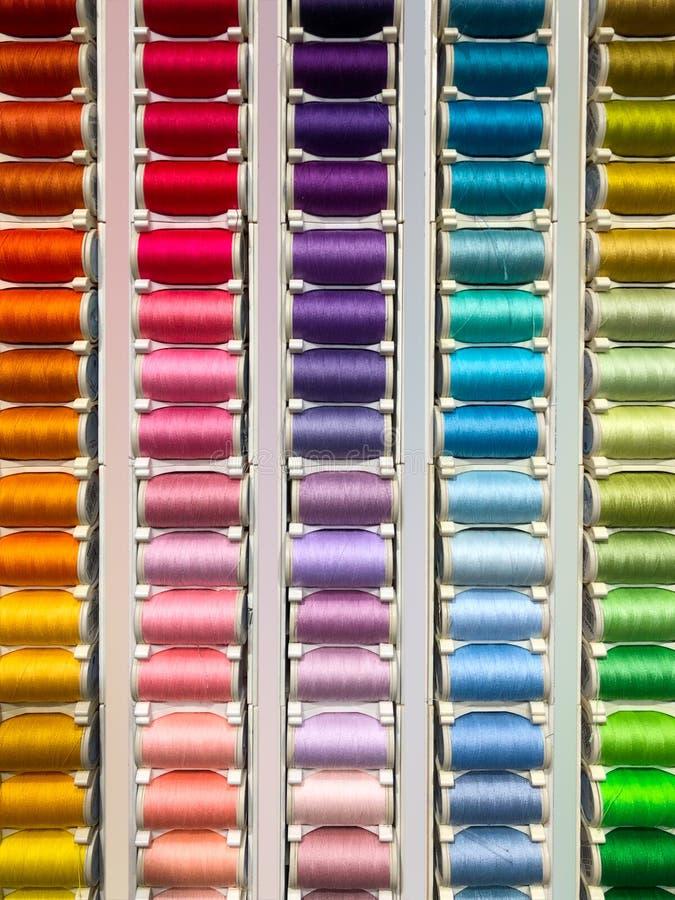 Sy mångfärgad bakgrundscloseup för trådar fotografering för bildbyråer