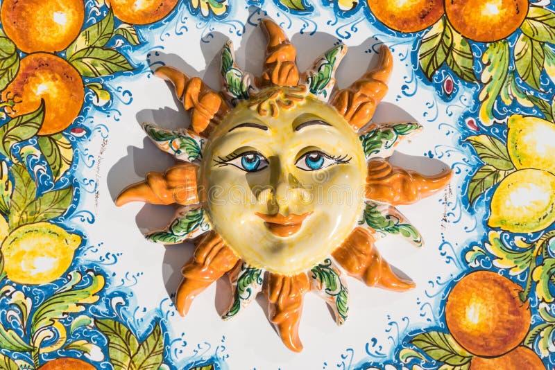 Sycylijska słońce twarz ceramiczny w Taormina, Włochy obrazy stock