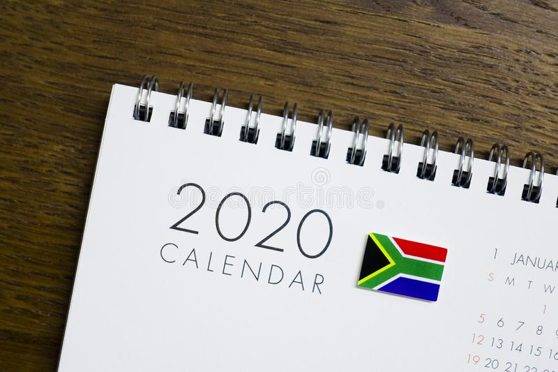 Sydafrika flagga på kalendern 2020 royaltyfri foto