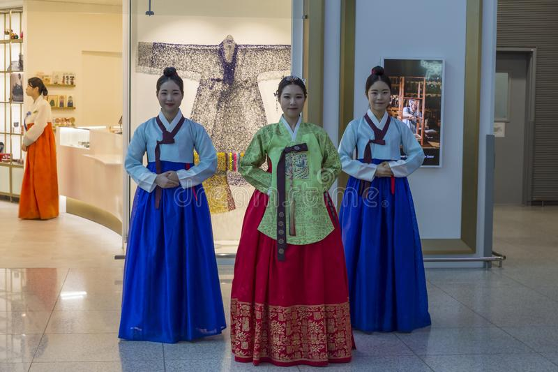Sydkorea internationell flygplats Incheon - färgrik show i na arkivfoto
