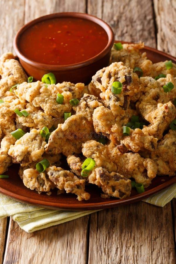Sydliga Fried Chicken Gizzard marineras i ett kryddigt bad av royaltyfri fotografi