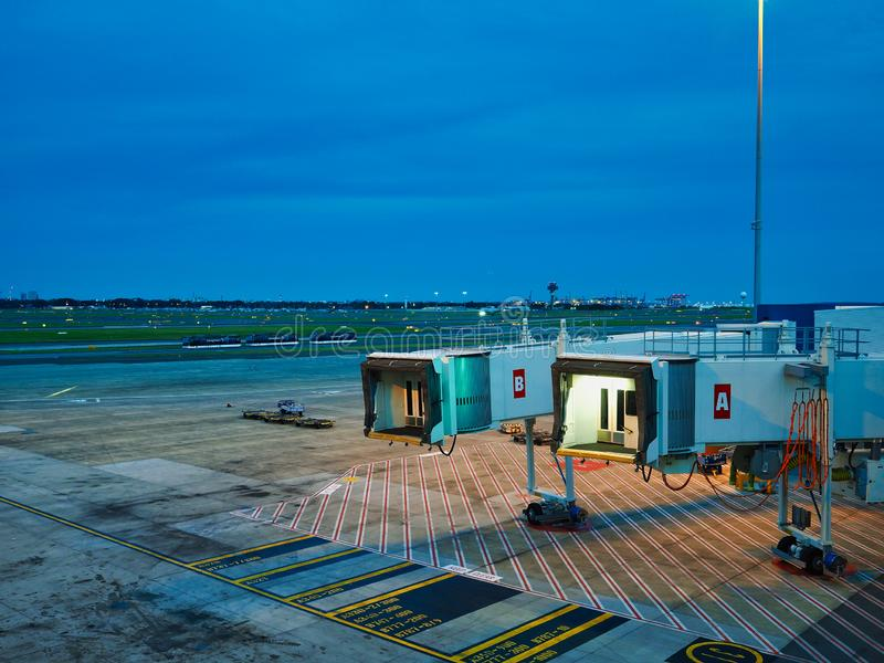 Sydney Airport Tarmac View From terminal, skymning, Australien arkivbild