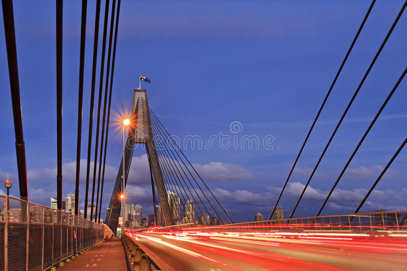 Sydney Anzac-de zonsondergang van brugkabels stock fotografie