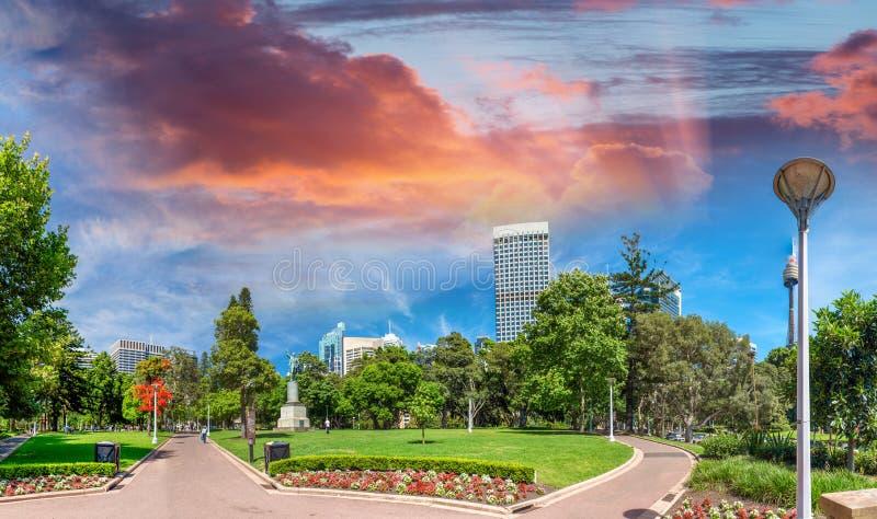 Sydney au coucher du soleil Belle vue de Hyde Park photographie stock libre de droits