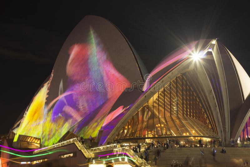 SYDNEY, AUSTRÁLIA - 1º DE JUNHO DE 2018 - projeções em Sydney Opera House durante Sydney vívido Sydney vívido é um exterior anual fotografia de stock