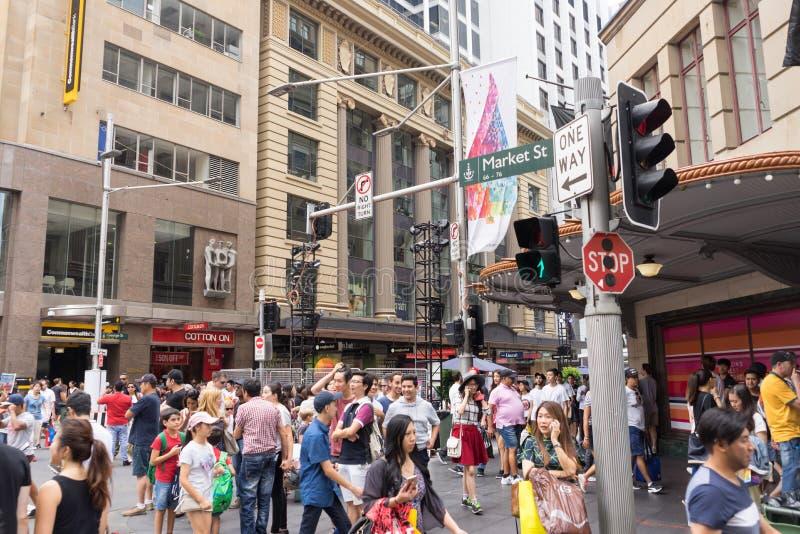 Sydney, Austrália - 26 de dezembro de 2015: Croud dos povos no fá imagens de stock