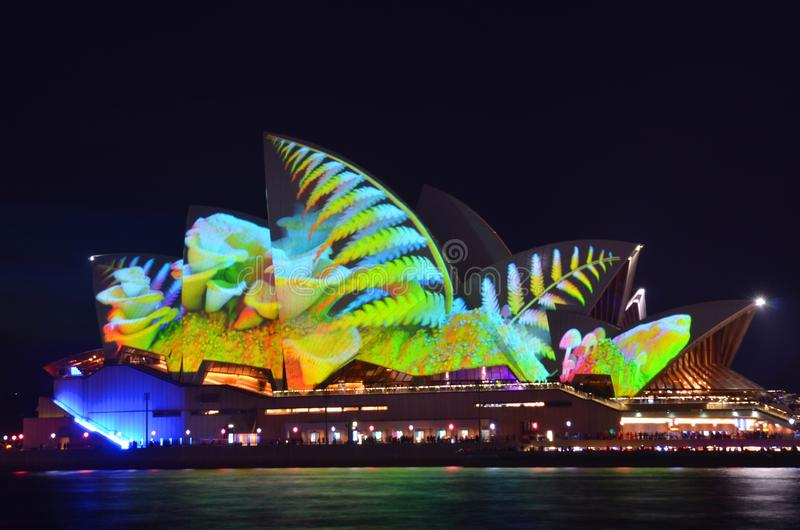 Sydney, Austrália - 25 de maio de 2018; Sydney Festival vívido, Sydney Opera House durante o festival de luz anual vívido, de mús fotografia de stock royalty free