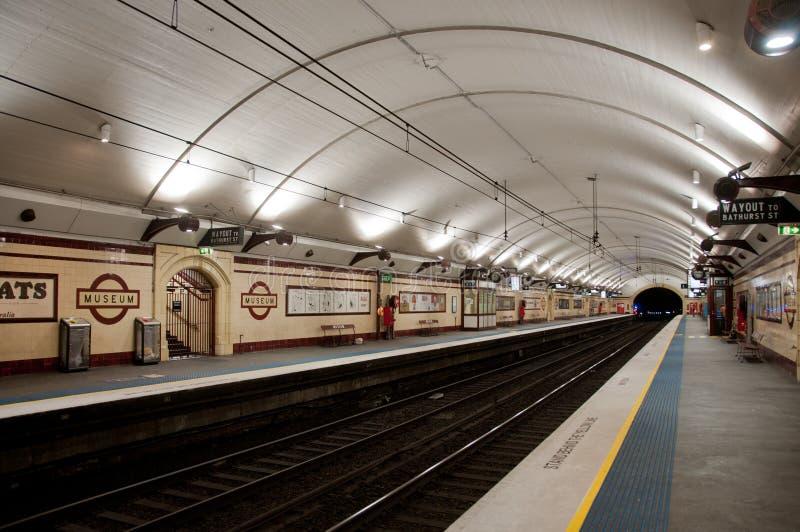 SYDNEY, AUSTRÁLIA - 5 DE MAIO DE 2018: Undergrou do metro da estação do museu imagens de stock royalty free