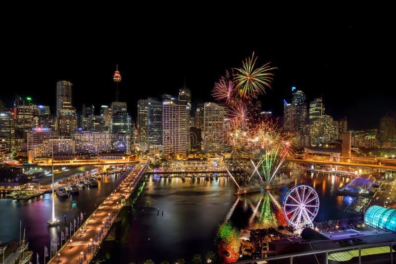 SYDNEY, AUSTRÁLIA - 12 de novembro de 2016: Fogos-de-artifício em Darling Har fotografia de stock