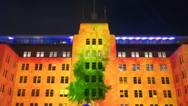 SYDNEY, AUSTRÁLIA - JUNHO, 5, 2017: museu de arte contemporânea decorado com cores alaranjadas para 2017 vívido imagem de stock