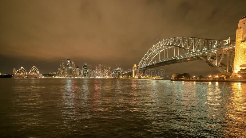 SYDNEY, AUSTRALIË - JUNI 3 2015: ultra brede hoekmening van de havennacht van Sydney royalty-vrije stock afbeelding