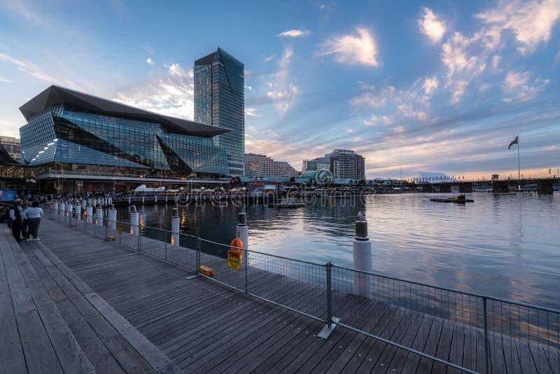SYDNEY, AUSTRALIA - 8 aprile 2017: Darling Harbour, adiacente a fotografia stock libera da diritti