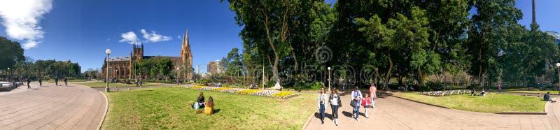 SYDNEY, AUSTRALIA - 19 DE AGOSTO DE 2018: Los Locals y los turistas gozan de Hyde Park famoso Esto es un destino importante en Sy fotos de archivo libres de regalías
