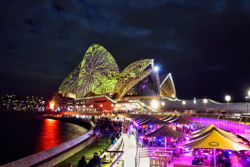 SYDNEY, AUSTRALIA - 5 GIUGNO 2015; Sydney Opera House si è illuminato fotografia stock libera da diritti