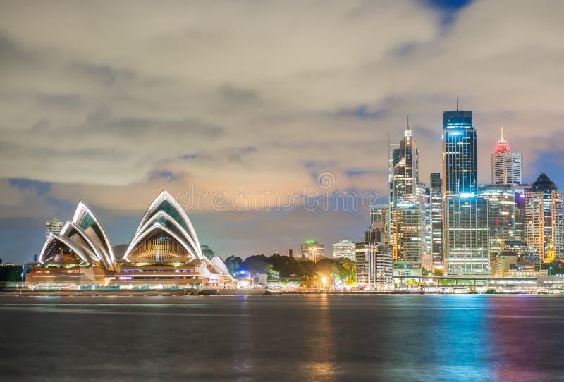 Sydney, Australia Horizonte asombroso en la oscuridad imágenes de archivo libres de regalías