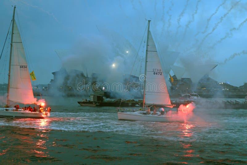 SYDNEY, AUSTRALIA - manifestazione di notte di piccole barche a vela fotografia stock libera da diritti