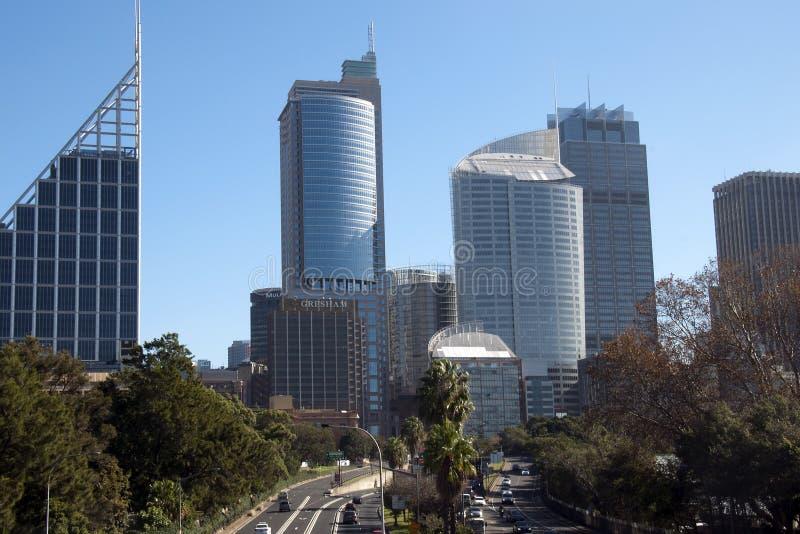 Sydney Australia May 26 2018, mening van de stadshorizon met verkeer op verkeersader royalty-vrije stock foto