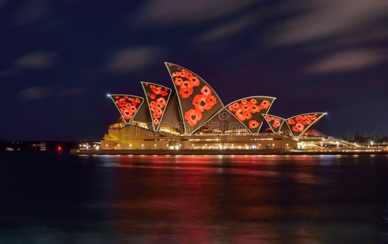 SYDNEY, AUSTRALIA - 11 novembre 2016, illumi di Sydney Opera House immagini stock libere da diritti