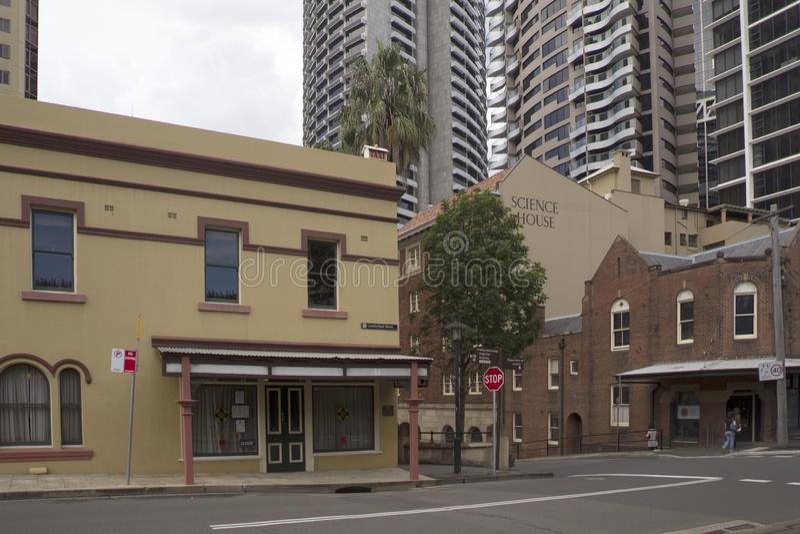 SYDNEY, AUSTRALIEN APRIL 7.: Cumberland Street im Rocks Bezirk am 7. April 2013 Das Viertel Rocks hat einige der von Sydney stockbild