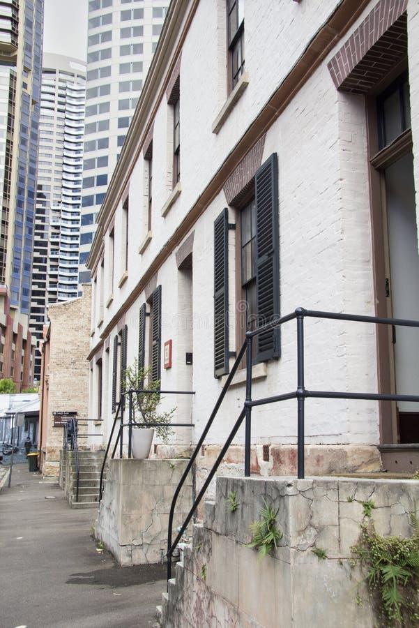 SYDNEY, AUSTRALIEN APRIL 7.: Gloucester Street im Rocks-Viertel am 7. April 2013 Das Viertel Rocks hat einige der von Sydney lizenzfreie stockbilder