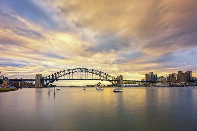Sydney, Australien - circa im September 2016: Sonnenaufgangansicht von bedeutenden Marksteinen in Sydney lizenzfreie stockbilder