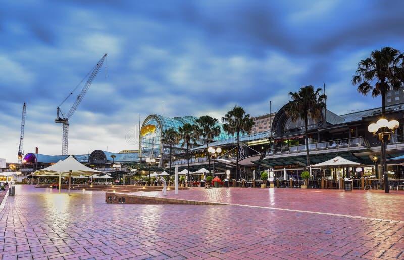 SYDNEY AUSTRALIEN - Maj 14, 2015: Nattplats av Darling Harbour arkivfoton