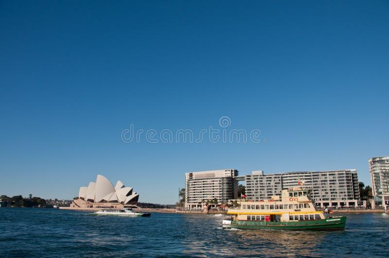 SYDNEY AUSTRALIEN - MAJ 5, 2018: Sydney Opera House med berömt fotografering för bildbyråer