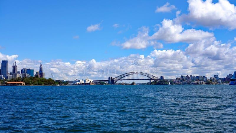 Sydney City Skyline with harbor Bridge and Opera House, Australië royalty-vrije stock foto